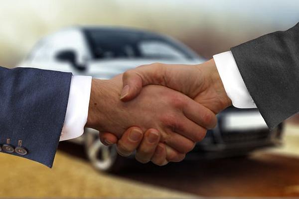 Come prenotare il noleggio auto senza carta di credito